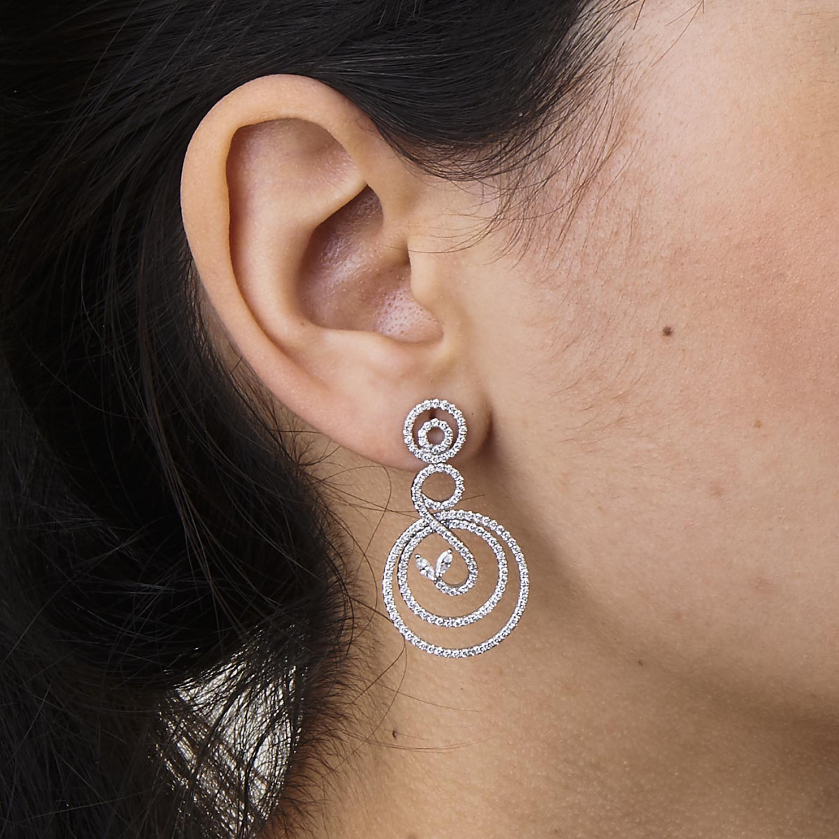 GOLD AND DIAMOND EARRING