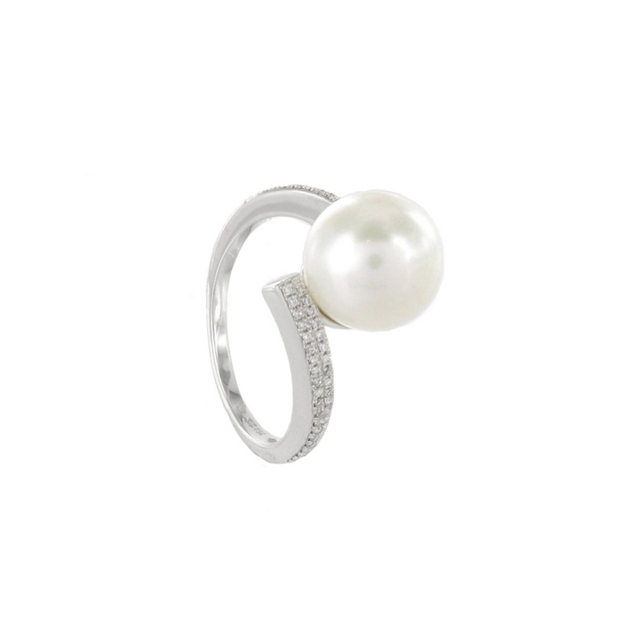 RING WITH 10 MM CULTIVATED PEARL AND DIAMONDS