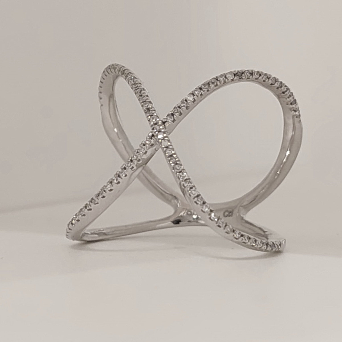 CROSSED RING WITH DIAMONDS