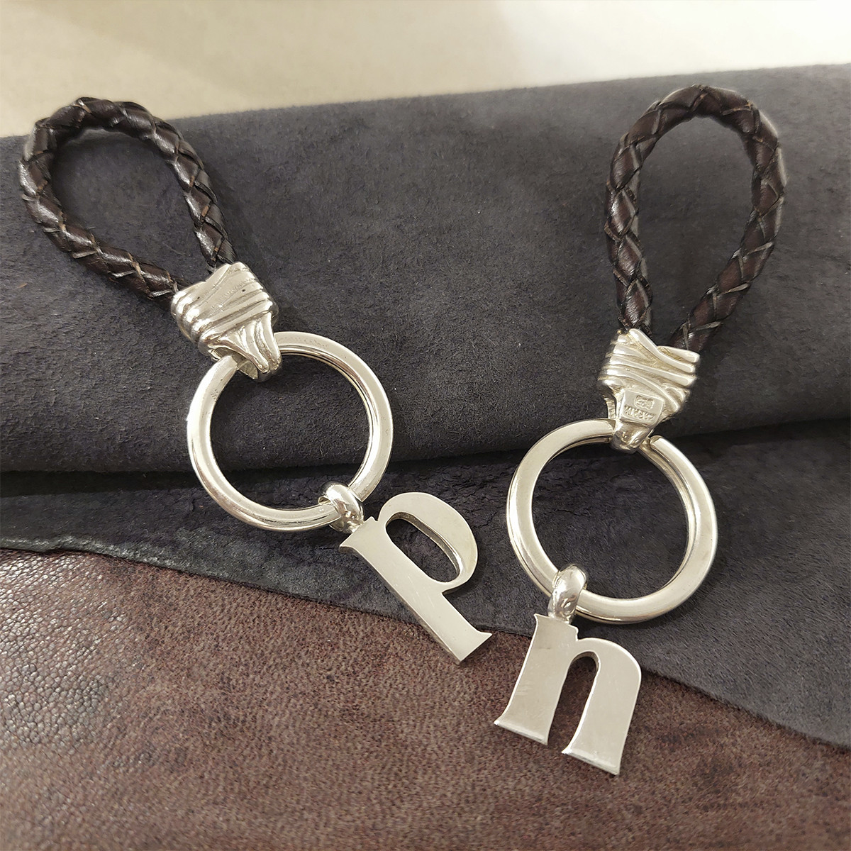 SILVER AND LEATHER KEYCHAIN
