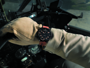 H64605531_Khaki Pilot Day Date_Lifestyle 2 HR